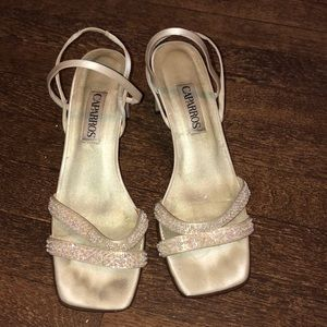 White bridal heels with beautiful pearls
